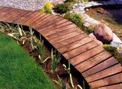 Основные виды и особенности деревянных дорожек на даче