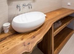 Особенности и варианты столешниц из дерева для ванной