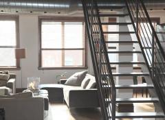 Лестница на второй этаж: какой материал выбрать?