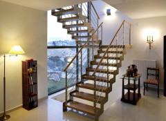 Как выбрать надежную лестницу для дома?